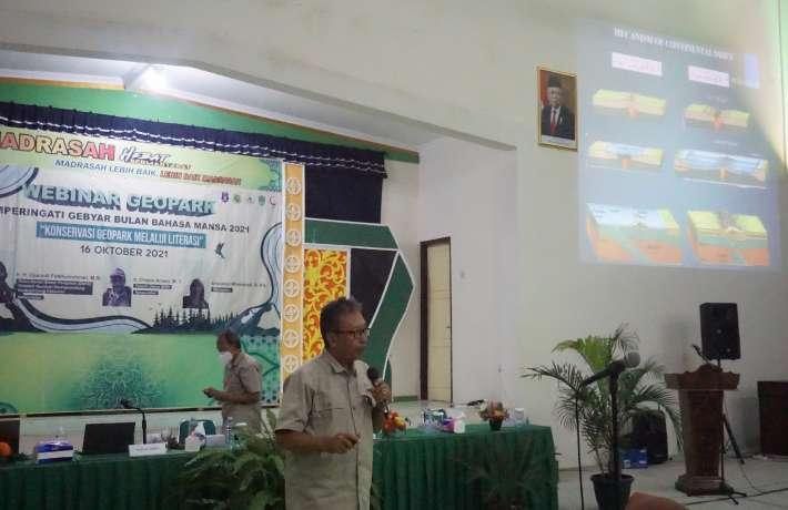 Peringati Bulan Bahasa MAN 1 Kebumen Gelar Webinar Geopark
